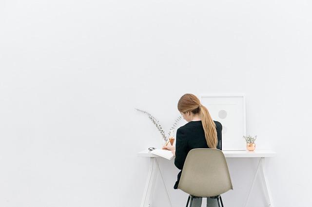 Les avantages des bureaux assis debout