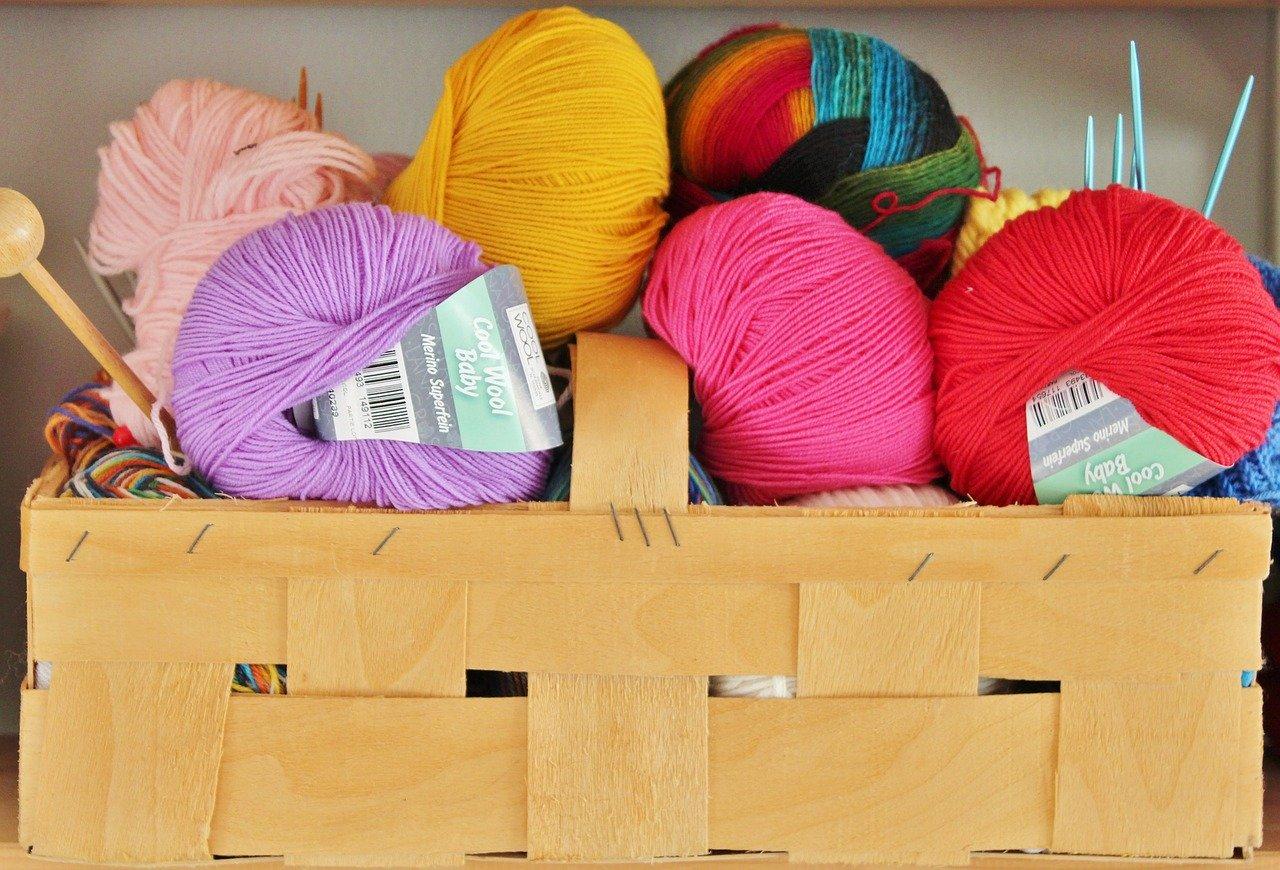 DIY tricot : 3 idées d'accessoires déco avec le tricotin